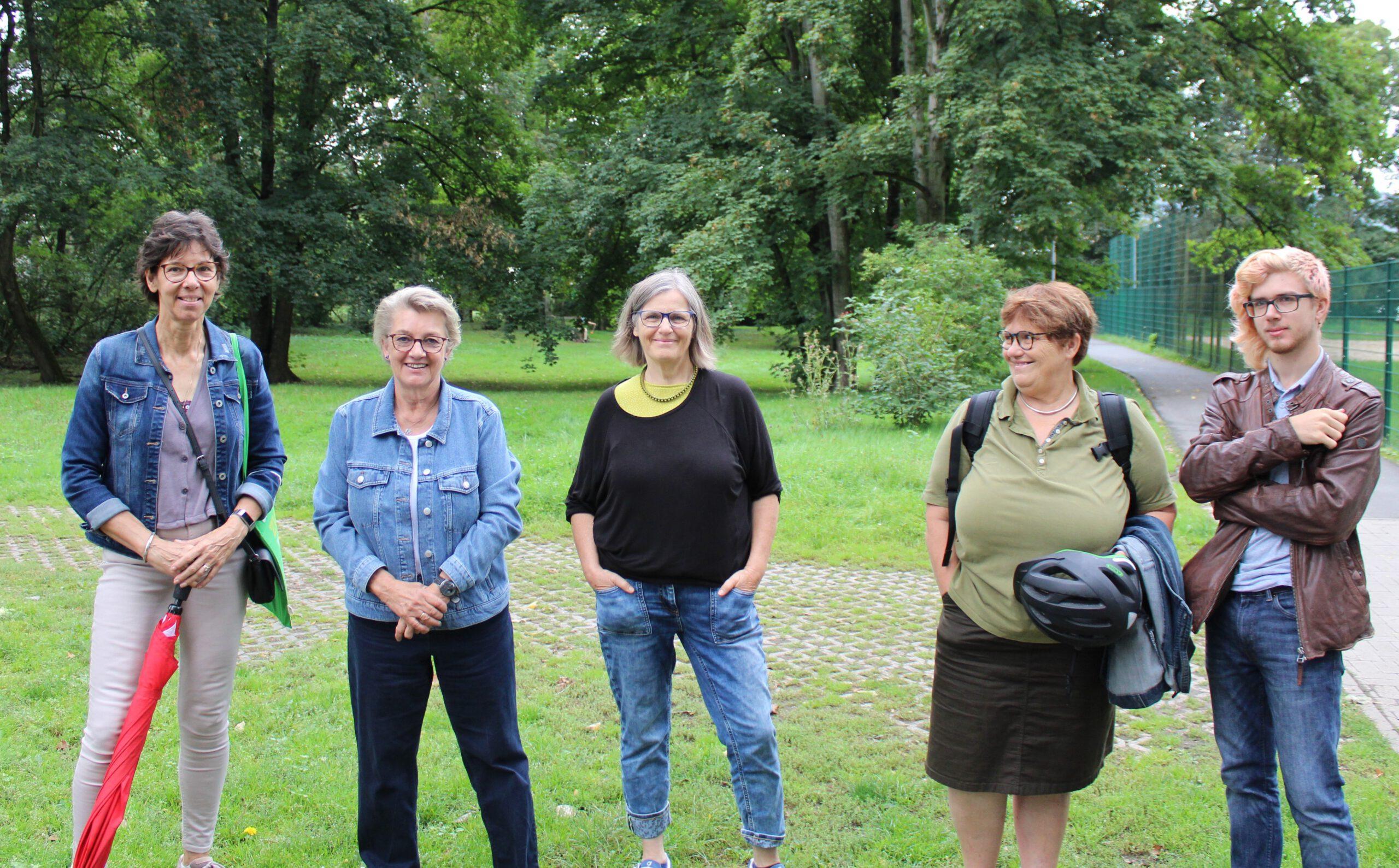 Bundestagswahlkampf nimmt Fahrt auf: Kordula Schulz-Asche zu Besuch in Kriftel, Informationsmaterial zur Wahl und ein  erster Infostand mit Solarmodul